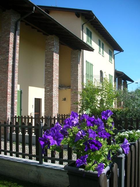 STRADELLA (PV) villa nuova con giardino box e cantina