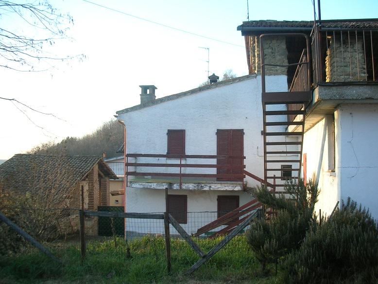 BORGO PRIOLO (PV) complesso rustici indipendenti