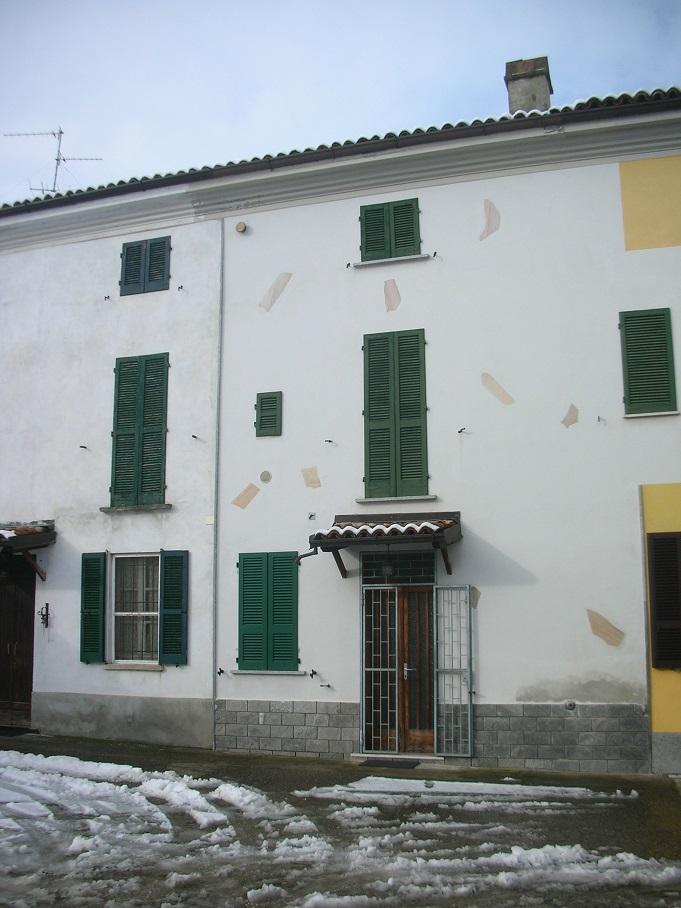 STRADELLA (PV) casa di paese con autorimessa