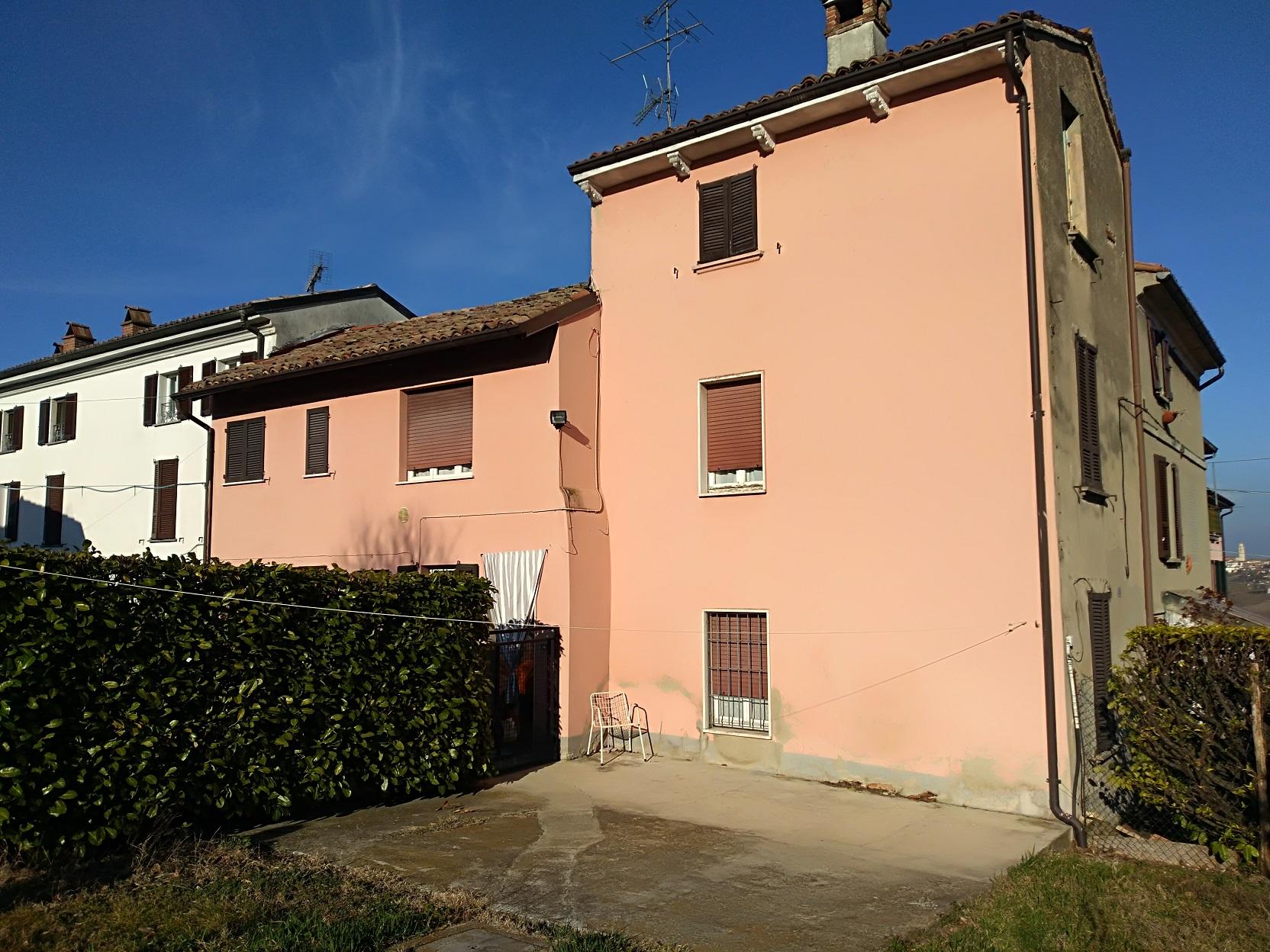 ROVESCALA (PV) collinare abitazione rustica indipendente